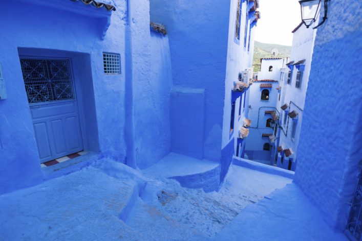 alleyway-chefchaouen-istock_000085602915_large