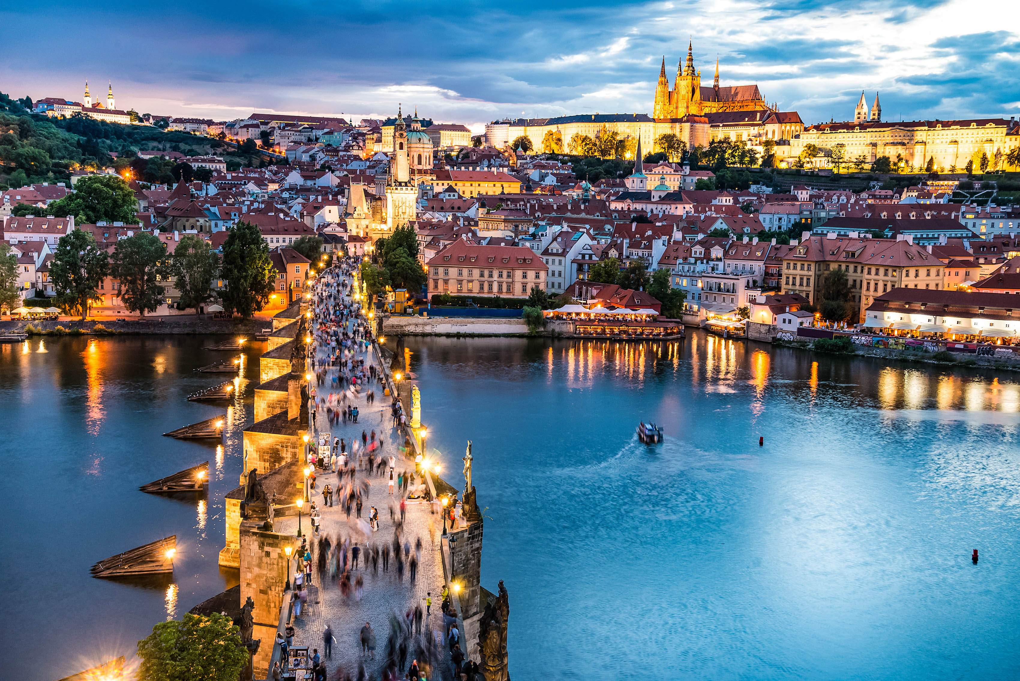 prag-night-shutterstock_300856853-2