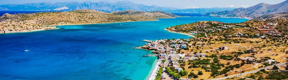 Panoramic-view-of-the-sea-coast-with-turquoise-water-iStock_87041009_LARGE-2-1