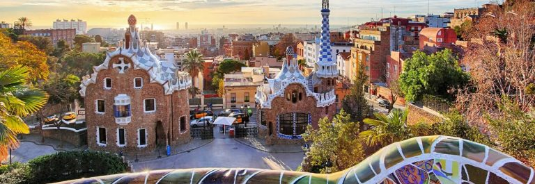 barcelona_gaudi_panorama_iS-511515106_1920x1280