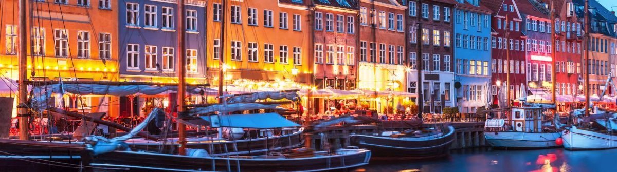 Copenhagen-night_183087389