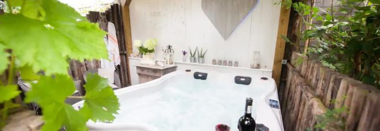 Cottage Bed & Bubbels