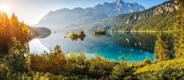 View-of-the-islands-and-turquoise-water-at-Eibsee-Lake-at-the-foot-of-Mt.-Zugspitze-shutterstock_397624216-2